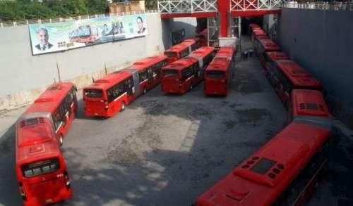 میٹرو بس گارڈز بروقت تنخواہ ..