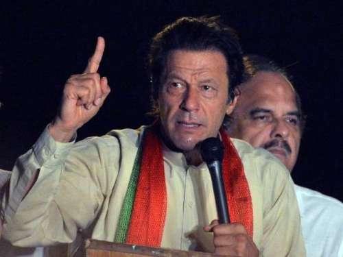 اسلام آباد : دھرنے کے دوران عمران ..