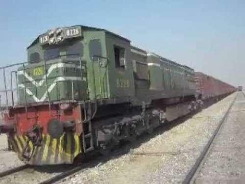 لاہور:رائیونڈ کے قریب ٹرین کو ..