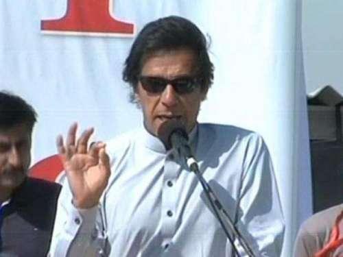 عمران خان بغیرسکیورٹی و پروٹوکول ..