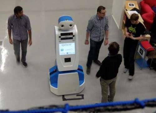 اب ائیرپورٹس پر روبوٹ مسافروں ..