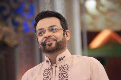 کراچی : ڈاکٹر عامر لیاقت نے پی ..