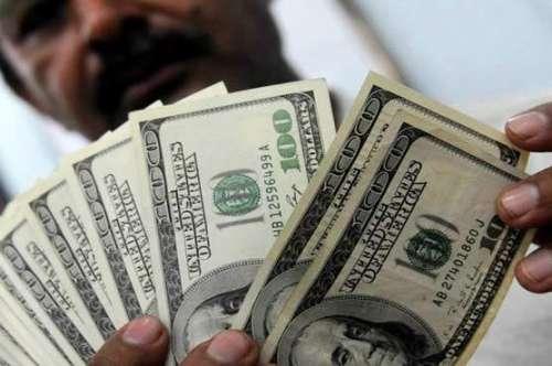 کراچی : اوپن مارکیٹ میں ڈالر ..