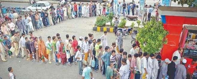 قیمتوں میں کمی کے بعد پنجاب میں ایک بار پھر پٹرول کی قلت کا سامنا
