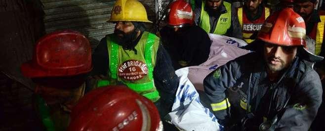 لاہور: عمارت میں آتشزدگی سے 6 بچے ہلاک، بچوں کے والدین رات کو عبادت کی ..