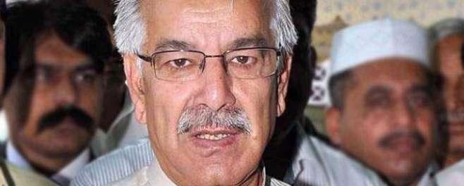 وزیر داخلہ احسن اقبال کو جوتا پڑنے کے بعد وزیر خارجہ خواجہ آصف کی باری ..