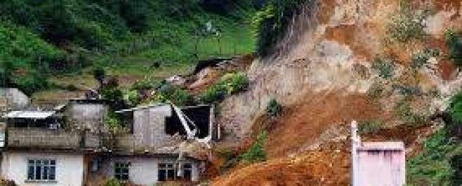 ایبٹ آباد: لینڈ سلائیڈنگ سے رابطہ سڑکیں تباہ، 50 دیہات کا رابطہ منقطع،لینڈ ..