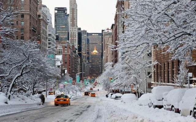 امریکی ریاست نیویارک میں شدید برف باری سے معمولات زندگی بری طرح متاثر ..