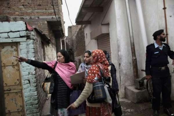 فیض گنج : والدین نے بچوں کو پولیو کے قطرے پلانے سے انکار کر دیا