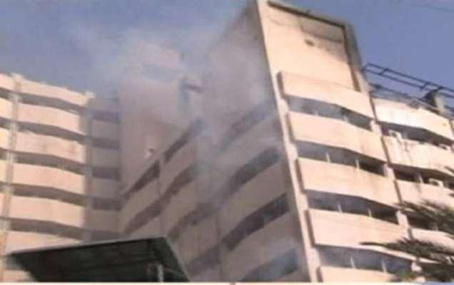 کراچی : انکم ٹیکس آفس میں لگنے والی آگ پر قابو پا لیا گیا