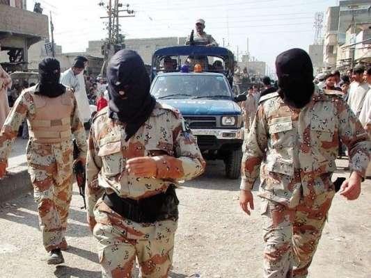 کراچی : الکرم سکوائر پر رینجرز کا چھاپہ، کچھ افراد گرفتار