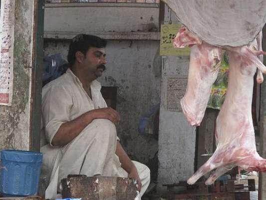 شاہدرہ کے علاقے میں غیر قانونی مذبح خانے پر چھاپہ مار کر 350کلو گرام ..