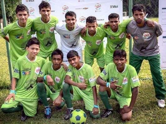 سٹریٹ چلڈرنز پرمشتمل فٹ بال ٹیم عالمی مقابلے کے لئے تیار
