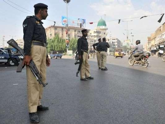 کراچی : سندھ پولیس کے پاس گاڑیاں کم پڑ گئیں ، ملزمان کو عدالت رکشے میں ..