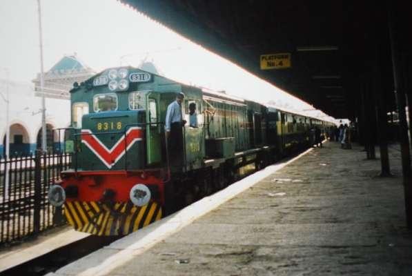 پاکستان ریلویز نے مارچ میں کراچی سے اندرون ملک 281 فریٹ ٹرینیں چلانے ..
