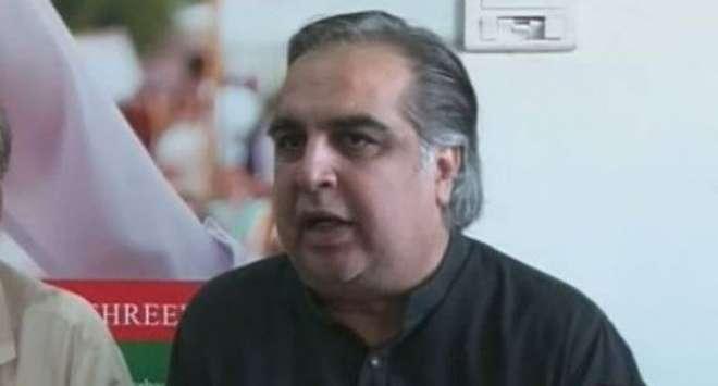 تحریک انصاف کے امیدوار عمران اسماعیل نے کراچی کے حلقہ این اے 246 میں ..