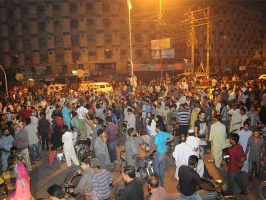 کراچی : عزیز آباد میں پی ٹی آئی کا کیمپ ہٹا دیا گیا، کیمپ ہم نے نہیں ہٹوایا ..