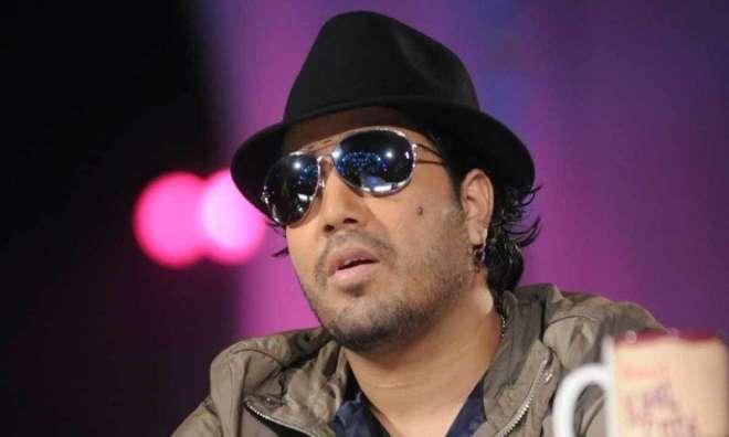 بھارتی گلوکار میکا سنگھ نے ایک پریس کانفرنس کے دوران ساتھی گلوکاروں ..