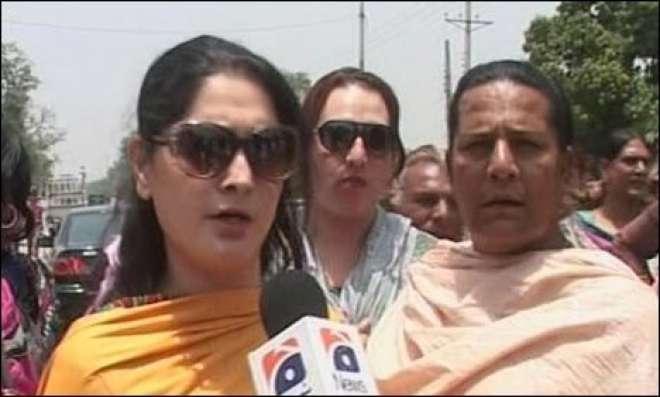 فیصل آباد : گاڑی چور ی کا مقدمہ درج نہ کرنے پر خواجہ سرا سراپا احتجاج
