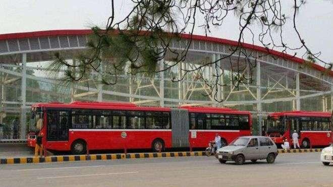 میٹرو بس سٹیشن ؛شہباز شریف کے دعوے دھرے کے دھرے رہ گئے، ایک ہفتہ گزر ..
