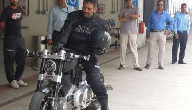 بھارتی کپتان مہندر سنگھ دھونی دنیا کے امیر ترین واحد کرکٹر