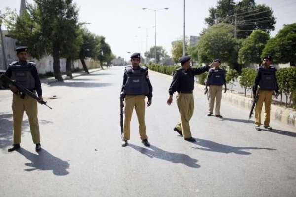 پنجاب میں پولیس گردی جاری' ننکانہ صاحب میں زمین کے تنازعے پر پولیس ..