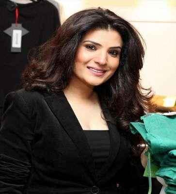 اداکارہ ریشم نے رمضان المبارک میں راشن تقسیم کرنے کیلئے مستحق افراد ..