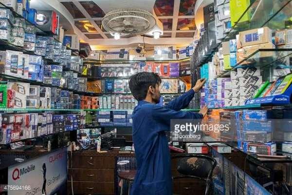 کراچی، صدر موبائل مارکیٹ میں رینجرز اور کسٹم حکام کی کارروائی، متعدد ..