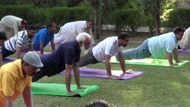 پاکستانیوں کی بڑی تعداد یوگا کی طرف مائل ہونے لگی