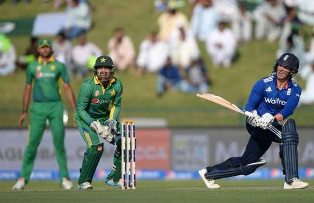 دوسرا ایک روزہ میچ، انگلینڈ نے پاکستان کو  284رنز کا ہدف دے دیا