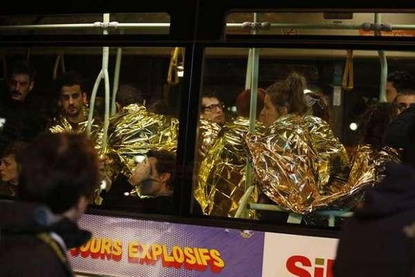 پیرس دہشت گرد حملے کے بعد شہری پیلے لباس میں کیوں لپیٹے ہوئے ہیں؟ آپ ..