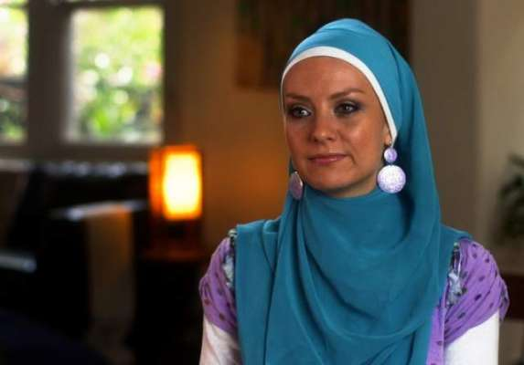 آسٹریلوی مسلم دوشیزہ کاناپسندیدہ پیغامات کے جواب میں ایک ڈالر عطیہ