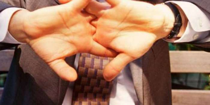 جسم میں کیلشیم کی مقدار بڑھ جانے کی وجہ سے انگلیوں کے پٹاخے نکلتے ہیں،طبی ماہرین