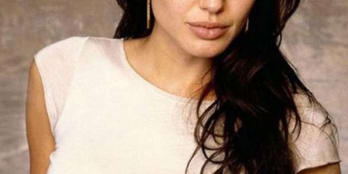 کینسر کا خوف، انجلینا جولی نے اووریز سے چھٹکارا پا لیا