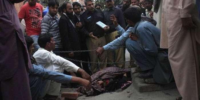 منچن آباد، عطائی نے زچگی کے دوران غلط آپریشن کر کے مریضہ کو موت کی نیند سلا دیا مقدمہ درج کر لیا گیا ،ملزم موقع سے فرار ،ورثاء کا شدید احتجاج ،ملزم کی گرفتاری کا مطالبہ