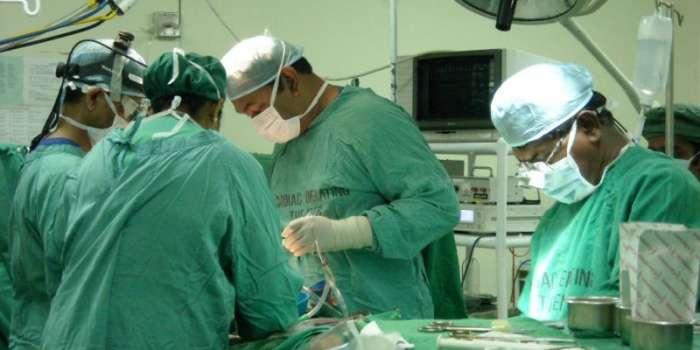 خضدار ،سرجن نے کامیاب آپریشن کے بعدمریض کے گردے سے 34پتھر نکال دیئے