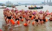 چین میں ہزاروں افراد نے بیک وقت دریا عبور کیا