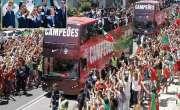 یورو کپ لے کر پرتگال کی فٹبال ٹیم وطن واپس پہنچ گئی:قومی ہیروز کا تاریخی ..
