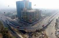 لاہور کی مصروف شاہراہ جیل روڈ پر تعمیر کیے جانے والے فوارہ چوک فلائی ..