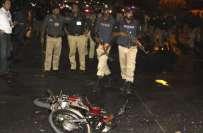 کراچی، مومن آباد تھانے پر کریکر حملہ