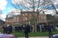 مسلم لیگ ن کے کارکنوں کا لندن میں جمائمہ کے گھر کے باہر احتجاجی مظاہرہ