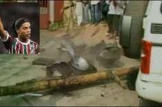 بھارت : شہرہ آفاق برازیلین فٹبالر رونالڈینہو بال بال بچ گئے