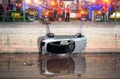 گاڑی پانی میں گرنے کی صورت میں مسافروں کے زندہ بچ نکلنے کے لیے آسان ..