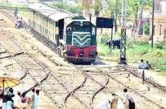 حیدرآباد، ٹنڈوجام کے قریب ریلوے پھاٹک پر وین ٹرین کی زد میں آ گئی