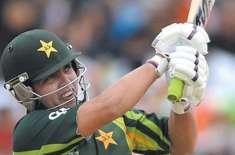 پاکستانی کرکٹ ٹیم کے کھلاڑی کامران اکمل نے لائیو شو میں بھارتی اینکر ..
