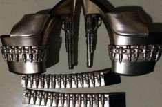 جوتے ہیں یا اسلحہ؟ اسے ساتھ رکھنے والی کا انجام تو یہی ہونا تھا