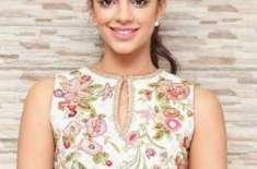 اداکارہ و ماڈل صنم سعید کل اپنی 33ویں سالگرہ منائیں گی