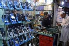 حکومت کا موبائل فونز پر عائد سیلز ٹیکس دگنا کرنے کا فیصلہ
