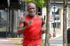 ایک آدمی  دس ہزار دنوں سے مسلسل دوڑ رہا ہے