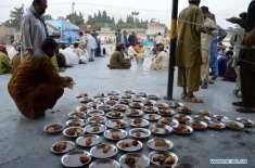 کوئٹہ میں رمضان میں عوامی مقامات پر کھانے پینے کی اشیاء کی فروخت پر ..